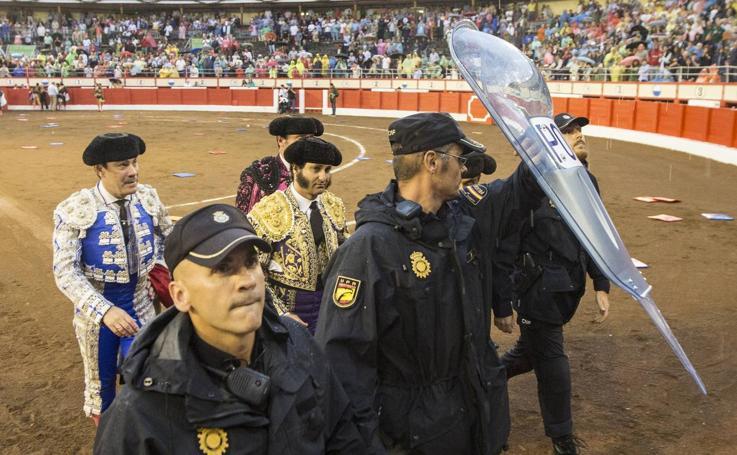 Alejandro Marcos salva la penúltima corrida de la Feria de Santiago