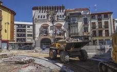 La nueva Plaza de la Villa de Santoña ya deja entrever su nueva fisonomía
