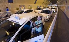 Las taxistas cántabros se suman a la huelga contra Uber y Cabify