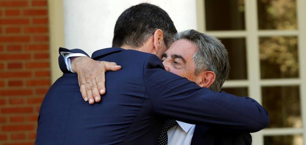 La odisea matutina de miembros del equipo de Revilla para llegar a la reunión con Pedro Sánchez