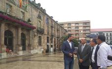 Gobierno y Torrelavega colaborarán para rehabilitar el edificio del Palacio Municipal