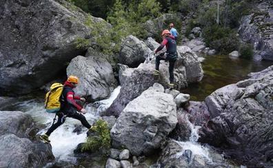 Cinco fallecidos por un accidente de barranquismo en un río en Córcega
