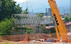 La pasarela sobre el río Besaya en Los Corrales entrará en servicio el lunes 6 de agosto