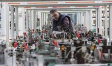 La industria empieza a recuperar su papel como motor de la economía de Cantabria