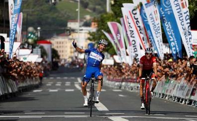 Alaphilippe vence en un accidentado final de la Clásica de San Sebastián