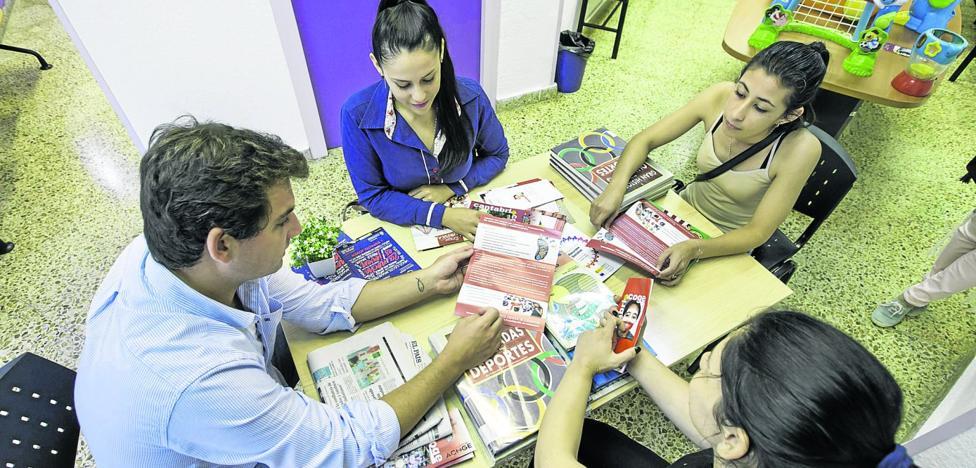 Cantabria vuelve a ser atractiva para el extranjero, pero continúa la fuga de jóvenes