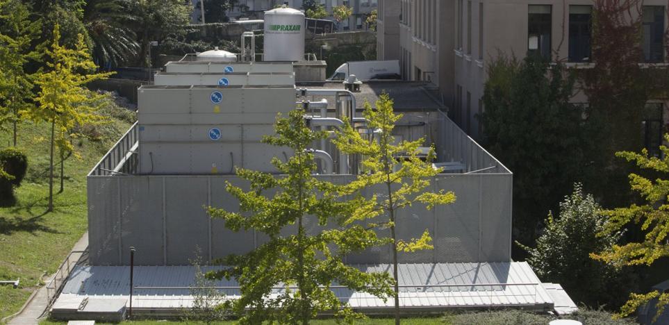 El Ayuntamiento multa a Valdecilla por el ruido de sus torres de refrigeración