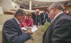 La oposición exige de nuevo a Real que dimita por las irregularidades en el SCS