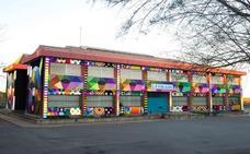 El colegio Vital Alsar consigue los 21.000 euros para que Okuda cubra su fachada con un mural