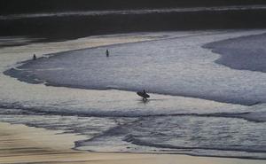 La costa cántabra estará esta noche en alerta naranja por viento y oleaje