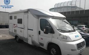 Localizan a seis polizones albaneses escondidos en una autocaravana que iba a embarcar en el Ferry en Santander