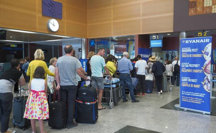 Una nueva cancelación de Ryanair deja tirados a cientos de pasajeros en Santander y Londres