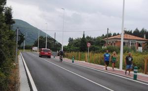 La carretera que une Noja con Soano gana en seguridad para peatones y conductores