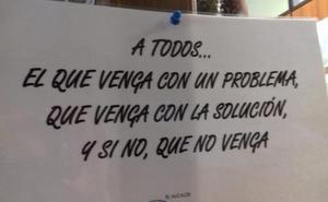 Marina de Cudeyo retira el polémico cartel que colocó el alcalde dirigido a los vecinos