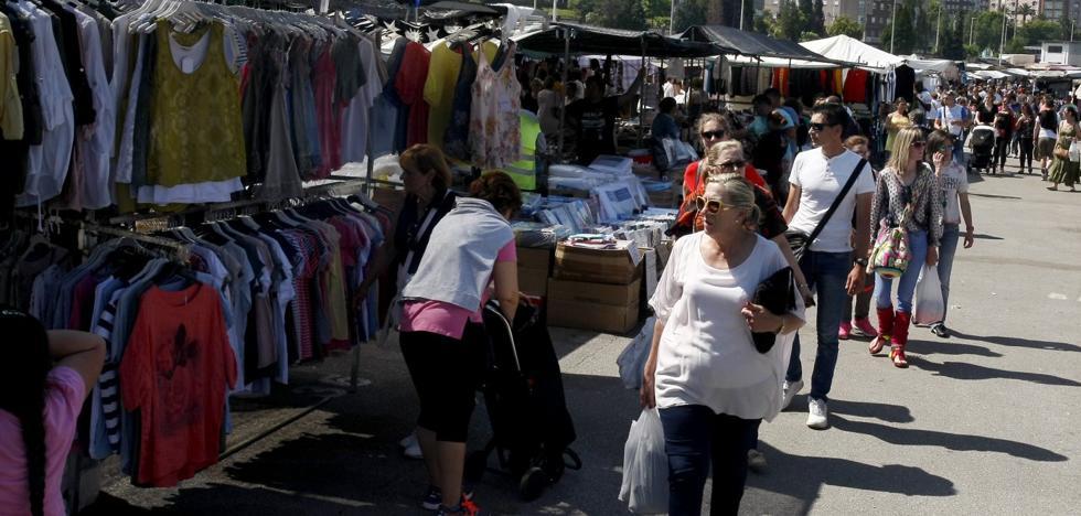 El mercadillo de Torrelavega aprovecha su renovación para acabar con el impago de las tasas
