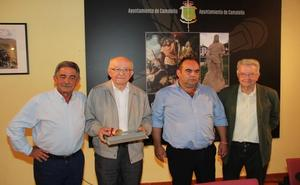 Eutimio Martino recibe la distinción de Cronista Oficial de Camaleño