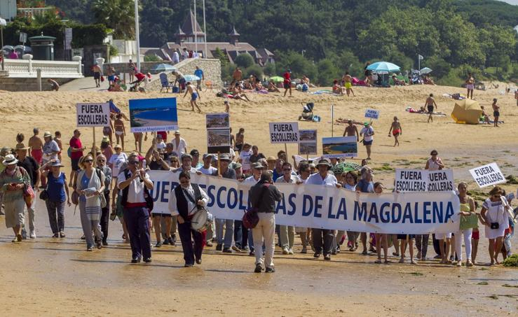 'Pasaplayas' contra los espigones de La Magdalena