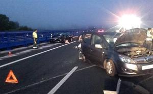 Un herido con pronóstico reservado y cuatro contusionados en un accidente en Penagos