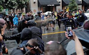 Cientos de personas protestan en Washington por la marcha del 'odio' en Charlottesville