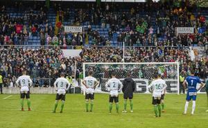 El Racing decide que los jugadores sólo saluden desde el centro del campo tras los partidos