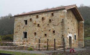 Medio Rural financiará una sala de extracción en la Casa de la Miel