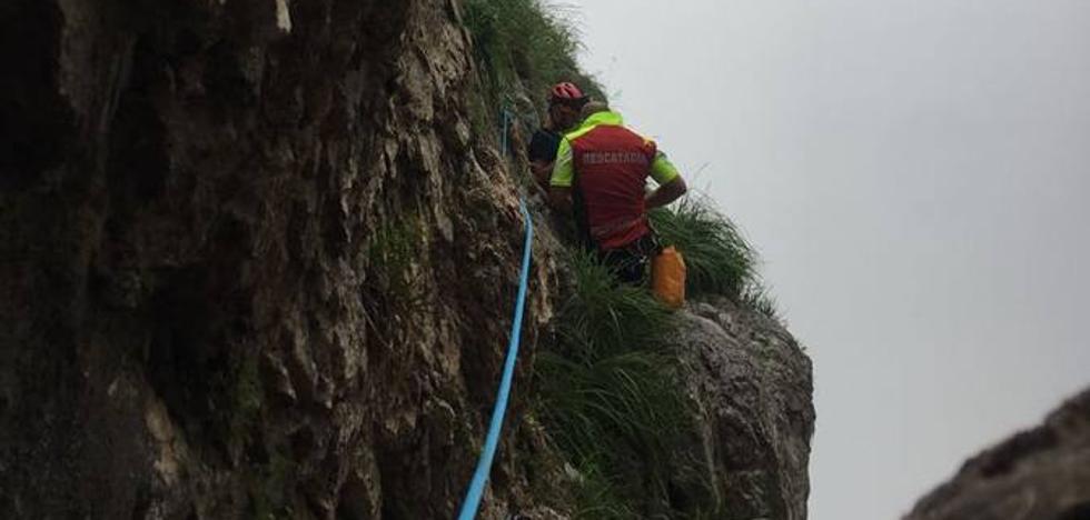 Rescatados en Picos de Europa una mujer y un niño de 10 años que se habían perdido
