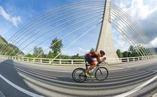 Más de 300 triatletas se darán cita este sábado en el Triatlón de larga distancia Valle de Buelna