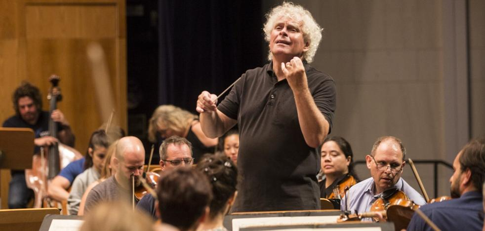 «El director debe recordar al público que es una parte más del concierto»