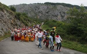 La procesión del Ramo y la subida a la 'Maya' son dos tradiciones que siguen vivas en Bejes