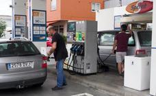 El precio de la gasolina se estabiliza en verano, pero ya supera cifras de 2015