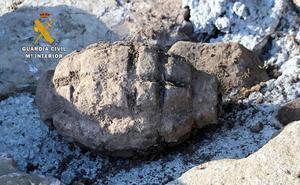 Destruida una granada de mano de la Guerra Civil en Valdeolea