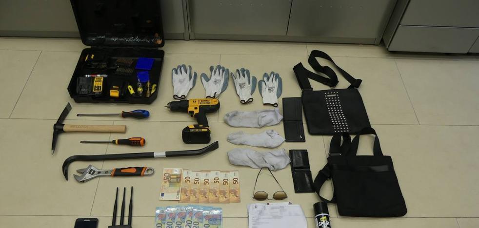 Detenidos dos hombres por un intento de robo en el almacén de una carnicería de Santander