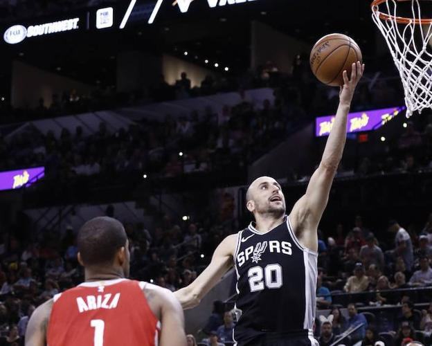Manu Ginóbili, en acción ante los Houston Rockets. /Larry W. Smith (Efe)
