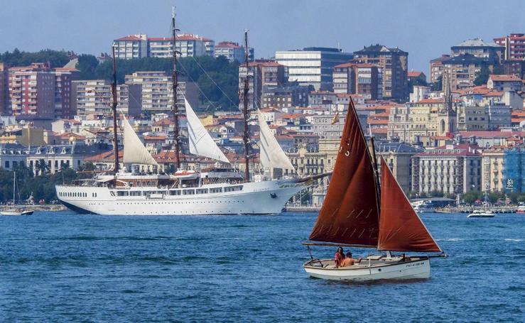 El crucero de lujo Sea Cloud II atraca en Santander