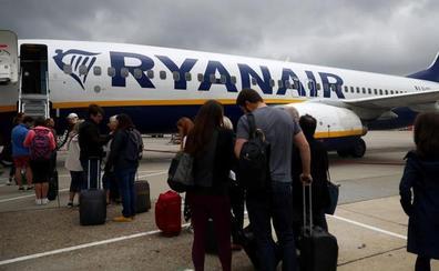 Ryanair cobrará por llevar maletas en la cabina a partir del 1 de noviembre