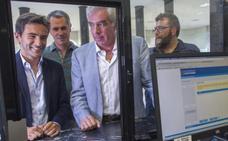 La oposición pide la reprobación de la alcaldesa y el cese de Quirós por el «fracaso» del MetroTUS