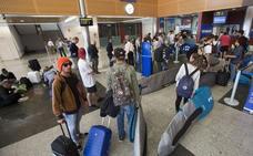 La OCU denuncia a Ryanair porque su nueva política de equipaje es «abusiva e inclumple la normativa»