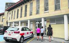 La falta de médicos sustitutos sobrecarga los centros de salud de los municipios turísticos