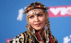 ¿Qué llevaba Madonna en la cabeza?