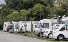 El auge del turismo de autocaravanas fuerza al Gobierno a regular por ley sus aparcamientos