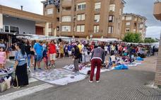 La ausencia de vigilancia en el mercadillo de Santoña enfada a vecinos y comerciantes