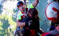Rescatan en helicóptero a dos senderistas atrapados cerca de Tresviso