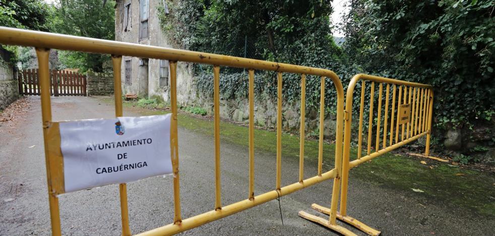 Un vecino de Cabuérniga dice que el alcalde ha cerrado el paso a su casa por «política»