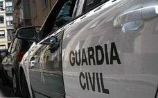 Una joven se precipita por un patio interior en Valencia al huir de su pareja