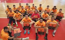 Los naranjas apuestan por la pasión por el balonmano en Torrelavega