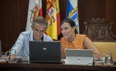 González 'libra' a la alcaldesa de Santander de la reprobación por el «fracaso» del MetroTUS