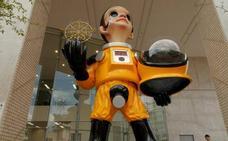 Fukushima retira la polémica estatua de un niño con traje antirradioactivo