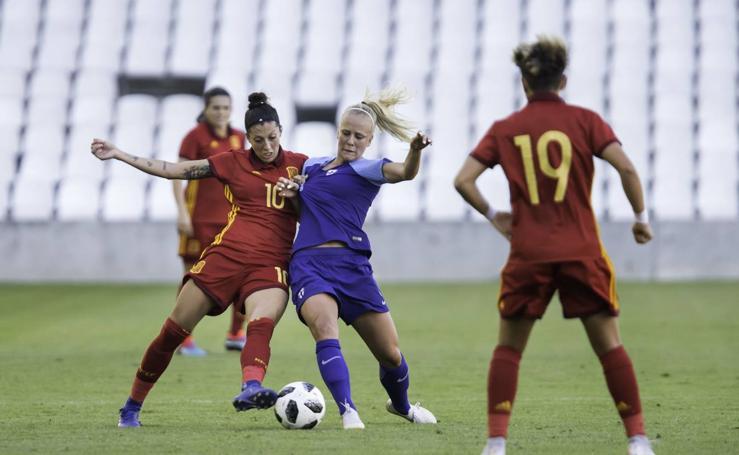 España golea a Finlandia en El Sardinero