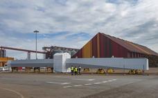 Cobasa recibe las piezas de un puente belga que se ensamblará en el Puerto de Santander