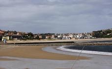 Tezanos asegura que el agua de todas las playas cántabras es «apta para el baño»